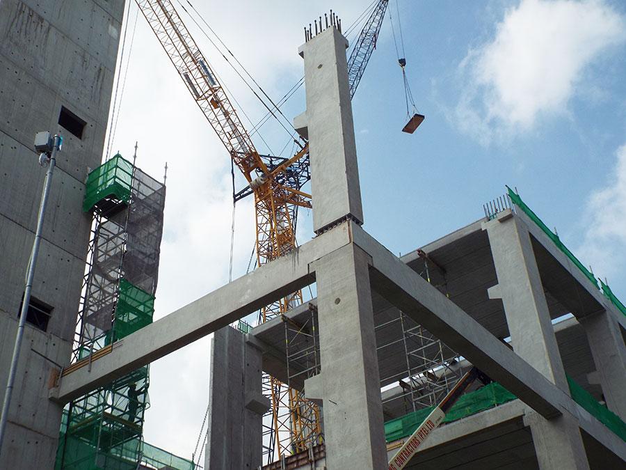 betonipilarit ja pilariliitokset rakennustyömaalla