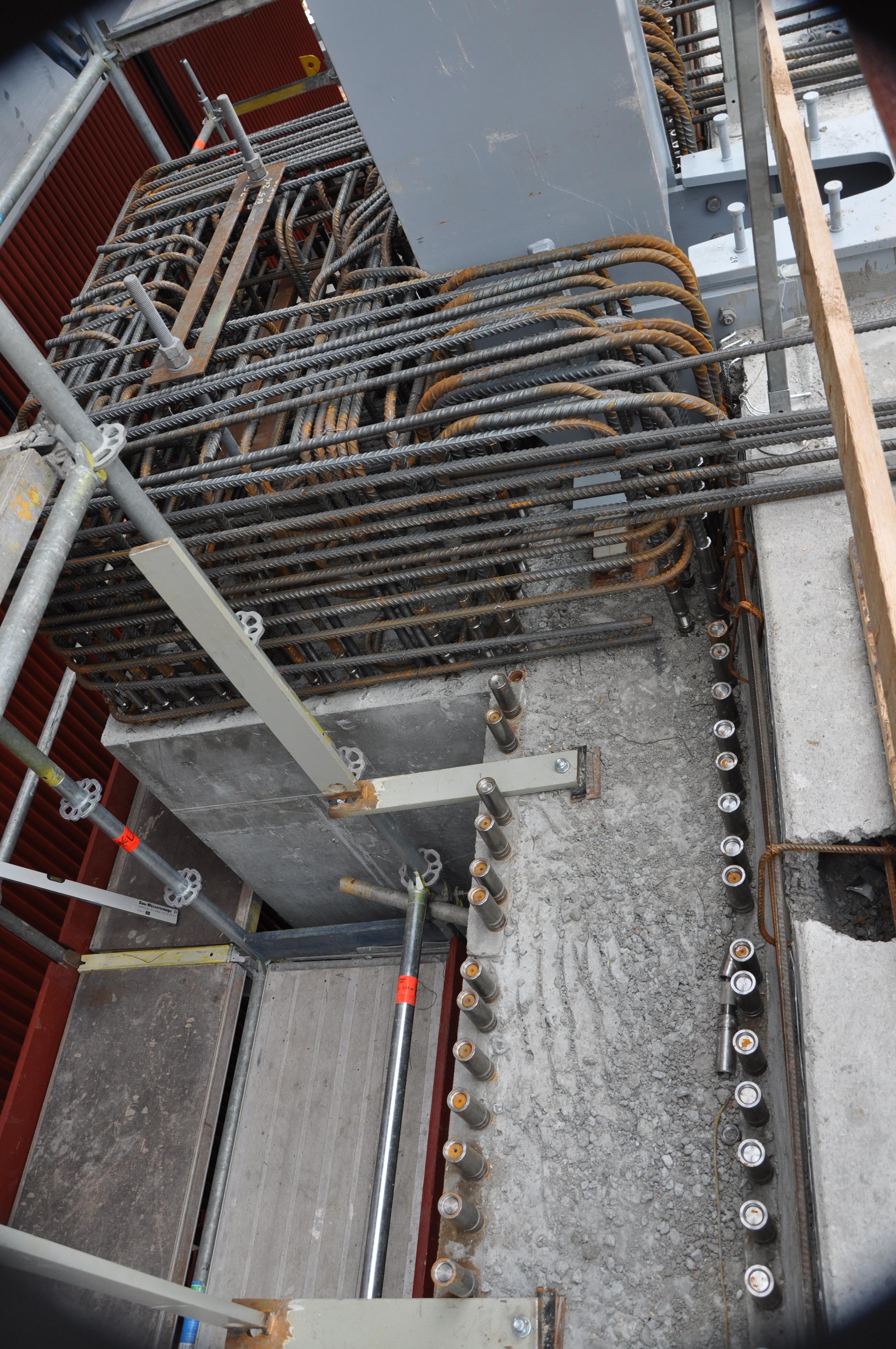 Das MODIX Schraubmuffensystem verbindet Fertigteil- und Ortbetonwände. Foto: Peikko