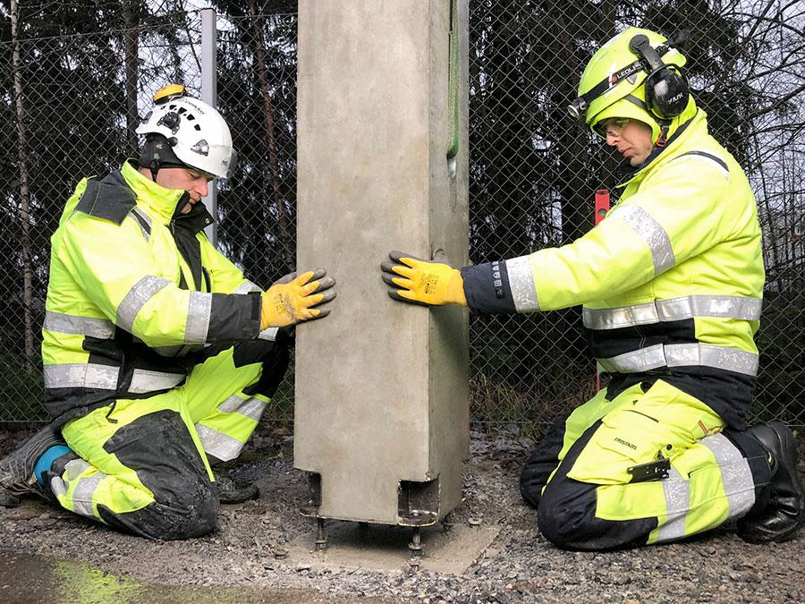 Purettava pulttiliitos betonipilarissa
